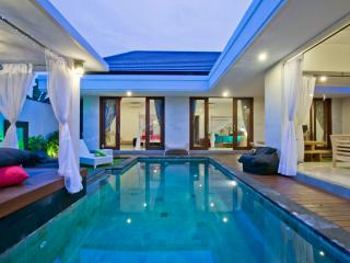 Vansari Villa-Seminyak, NEW, Private Pool Villa,WiFi,