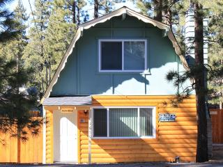 Cozy House-A, close to Ski,Lake & Village sleeps 4, Big Bear Lake