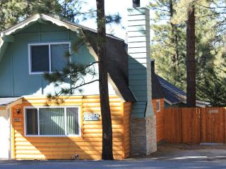 Cozy Houses 2 units, close to Ski, Lake, & Village, Big Bear Lake