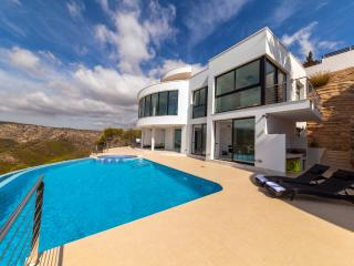 Villa Priscilla, with views of Granadella beach.