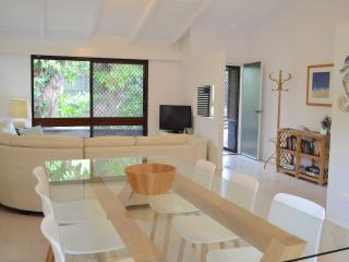 Orangewood, Dog Friendly Beach House, Free WiFi, Peregian Beach