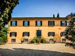 MAGNIFICENT 8BD-8.5BA VILLA WITH HEATED POOL 1 MILE AWAY FROM HEART OF FLORENCE!