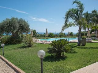 VERDE MARE FLAT IN VILLA SHARED-POOL, Sampieri