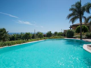 FLAT  ROSSO BAROCCO IN VILLA SHARED-POOL, Sampieri