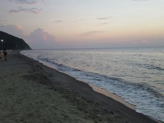 Internet/AC/azotea w/barbacoa + piscina-pasos a la playa!!, Santa Marta