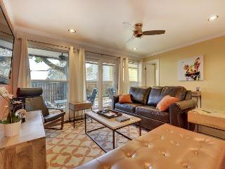 Boutique 2BR Barton Springs Condo in a Prized Location, walk to SXSW!