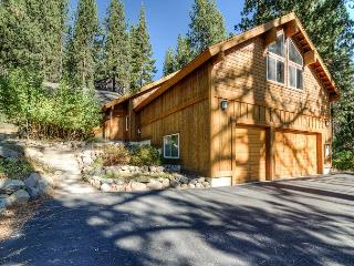 4BR Clubhouse Cabin with Game Room and Hot Tub in Truckee