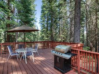 Ski, Hike, Sit by the Fire - 3BR Tahoe Getaway in Truckee