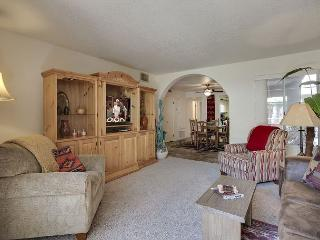 Inviting First-Floor 2BR Condo in Palm Springs