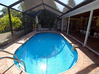 Ground level home in East Rocks with Pool near Beach