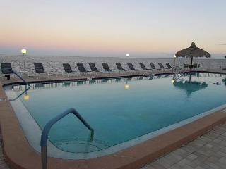 Perfect Paradise at Pinellas Point for Your Winter Get Away