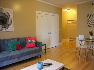 Two Bedroom, One Bathroom Vacation Apartment- CenterStage, Los Ángeles