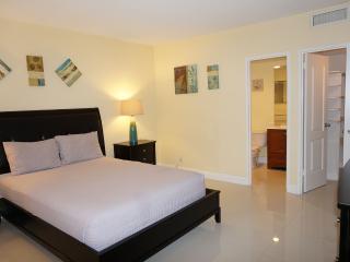 Ocean Dr Hollywood 2 bedroom 4/2, Miami