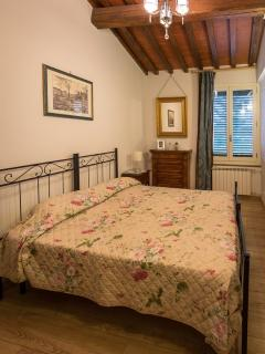 This bedroom can be a double or a twin (2 single beds). Private bathroom 2 steps away.
