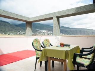 ENCHANTING BRIGHT SPACIOUS PENTHOUSE BY THE SEA!WF, Candelaria