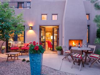 "Luxury ""IN THE HEART OF"" Santa Fe-Walk to All"