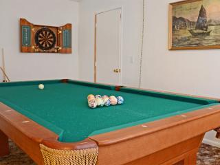 Cozy cabin with pool table, huge backyard, dogs ok, Big Bear City