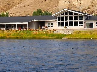 Salmon, Idaho: Diamond Creek Retreat Riverfront