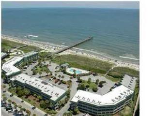 Top Floor Beachfront Sea Cabin w/Netflix and Pier, Isle of Palms