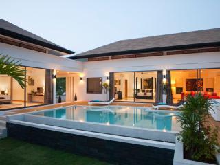 luxueuse villa 4 chambres ,piscine,5min de la plage