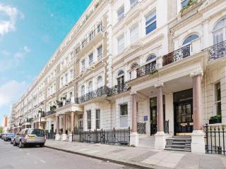 Studio in Amazing Location (Kensington High Street), London