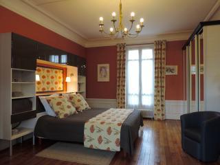 LES-CHENEVIS Chambres d'hôtes B&B / STEINLEN, Jouy-le-Moutier