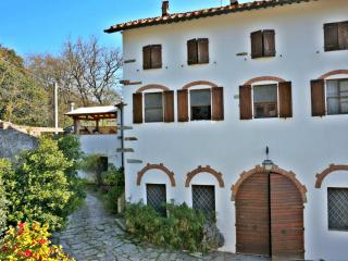 Charming olive farm apartment  - ideal for couples & small families - AC + Wifi