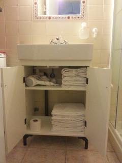 Bathroom (towels provided) Hair dryer