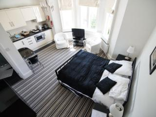 Studio 3 serviced holiday let in central Bath.  WiFi and parking permit included