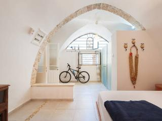 old jaffa khan . hatsorfim st  Apartment, Jaffa
