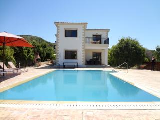 4 bed modern villa, mountain and sea views,private