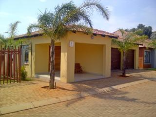 Self-catering 2 rooms with private bathroom, Roodepoort
