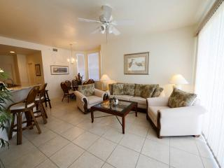 Luxury Top Floor Condo W/Gulf View, Sugary Sand Beach in Captains's Bay North, Fort Myers Beach