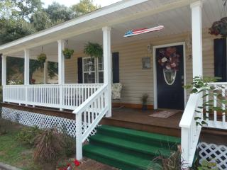 Coastal Breeze Cottage...close to everything!!!, Long Beach