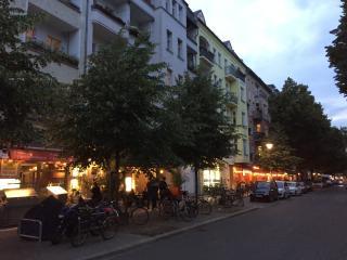 Friedrichshain Luxury Studio with Balcony & WiFi