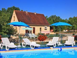 Gite Beynac avec piscine chaude collective
