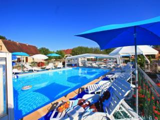 Gite Montfort avec piscine chauffée toute l'année, Orliaguet