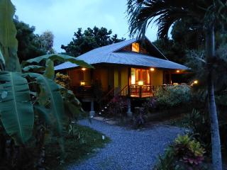 Casa Azul Turquesa @ PALMETTO BAY - 3 BDRM 2 BATH, Roatán