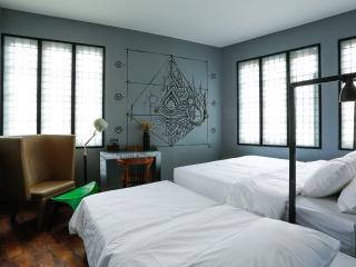 Stylish room for 3 near The Grand Palace
