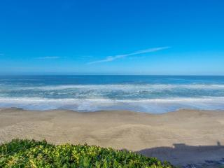 Oceanfront home w/ private hot tub, terrific views, and space for 23 guests, Gleneden Beach
