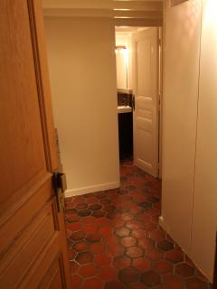Entrance porte; wc in front