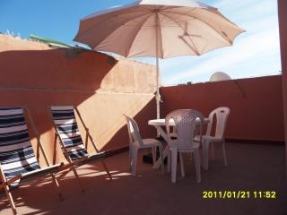 Appart propre, tranquille/calme près plage et médina Wifi terrasse privée