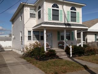 Beachy 3 Br Entire 2nd Flr of Duplex, Central Air, Wildwood Crest