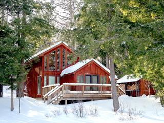 Private Lakefront Cabin, Sauna, Snowshoes and Views!, Wells