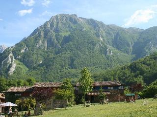 Casa rural con chimenea Asturi, Ricabo