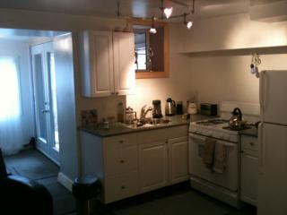 Dec 1 Short term Charming 1br apt in a house with, Toronto