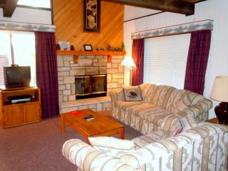 #49 Deluxe 2 BR Townhouse next to Snow Summit, Big Bear Lake