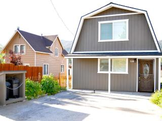 **The Rock House:  A Modern & Luxurious Cabin!!!**, Big Bear City