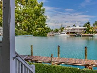 Lovely bayfront home overlooking Lake Lucille with a dock, Marathon