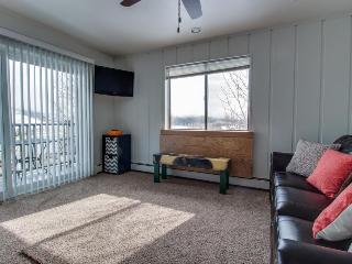 Simple but cozy unit close to tennis & Lake Dillon!